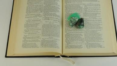 Edelsteine und Mineralien in Büchern